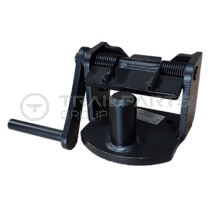 Foot pedal operated airport tow hitch with 40mm pin
